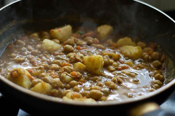 making aloo chana recipe