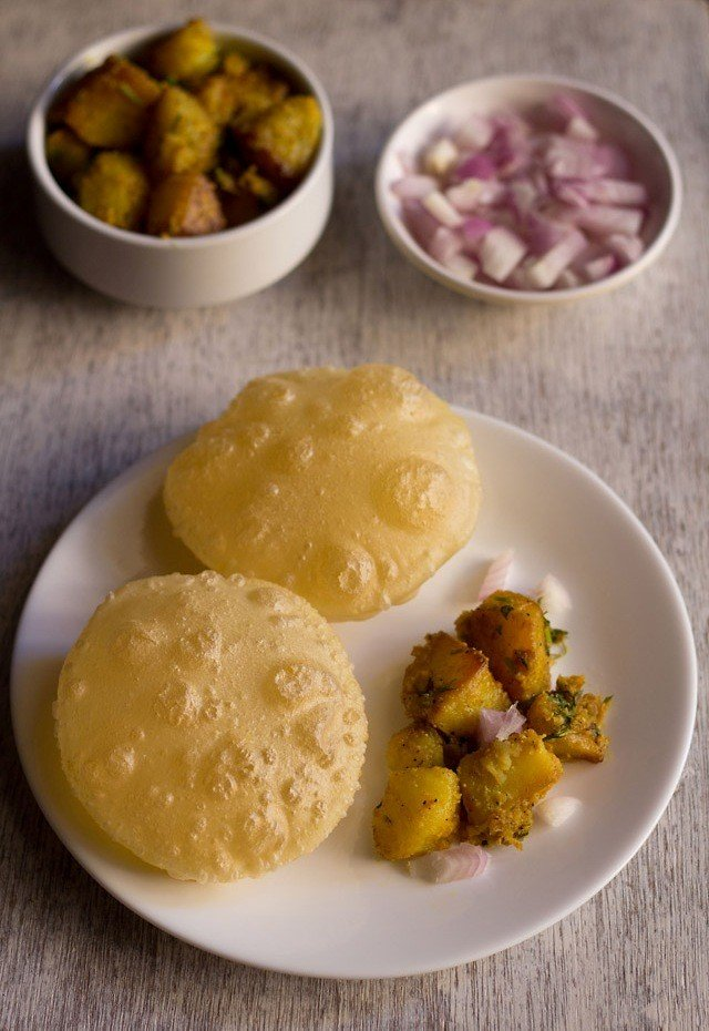 Luchi recipe for durga pooja how to make luchi bengali luchi recipe traditionally luchi is deep fried in ghee i also know pooris are deep fried in ghee in parts of north india but they are made of whole wheat flour forumfinder Image collections