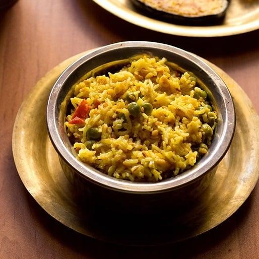 bengali khichdi recipe, bhaja muger khichuri, bengali khichuri recipe