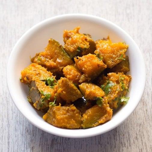 khatta meetha kaddu recipe, sweet sour pumpkin recipe