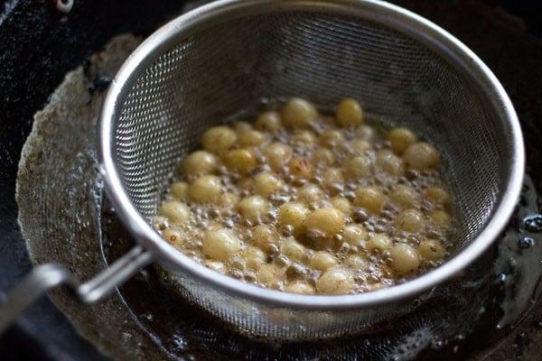 raisins for making poha chiwda recipe