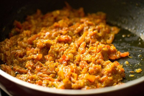 some fat leaving the sides of the sautéed onion-tomato masala base