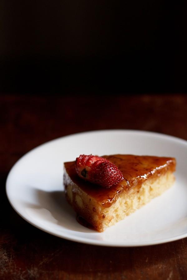 eggless vanilla cake recipe, how to make basic eggless vanilla cake