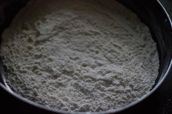 sieve maida for making vanilla cake
