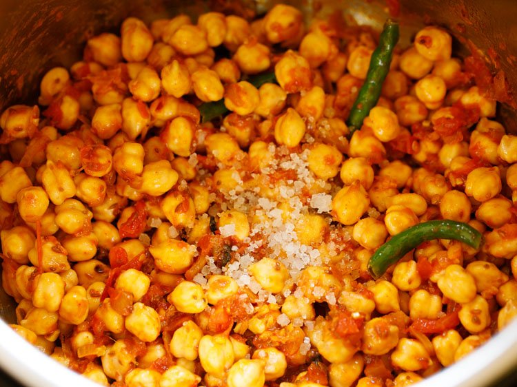 adding salt to chana masala mixture in instant pot