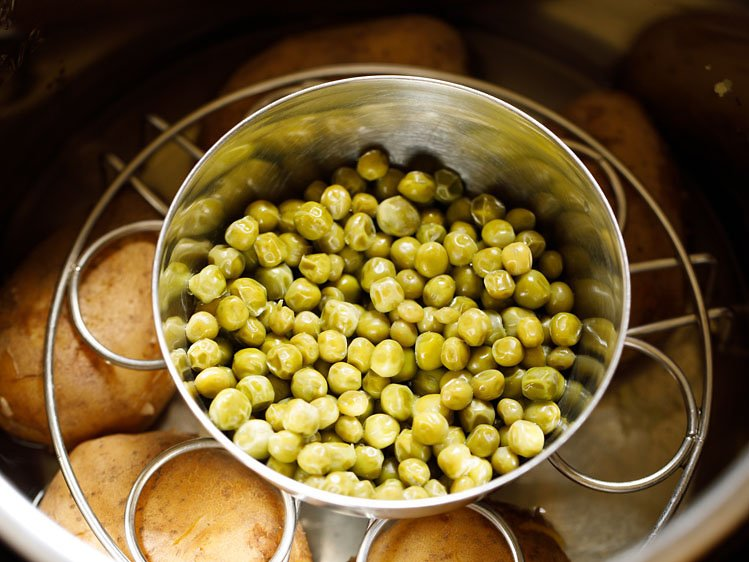 cooked potatoes and peas