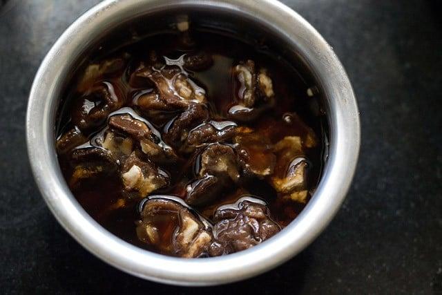 soak tamarind for sauth chutney