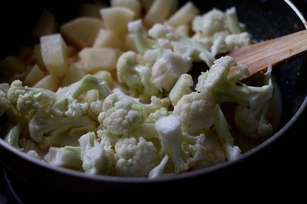 add gobi florets - aloo gobi recipe