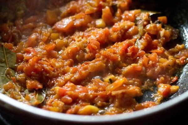 sauting - making aloo gobi masala recipe