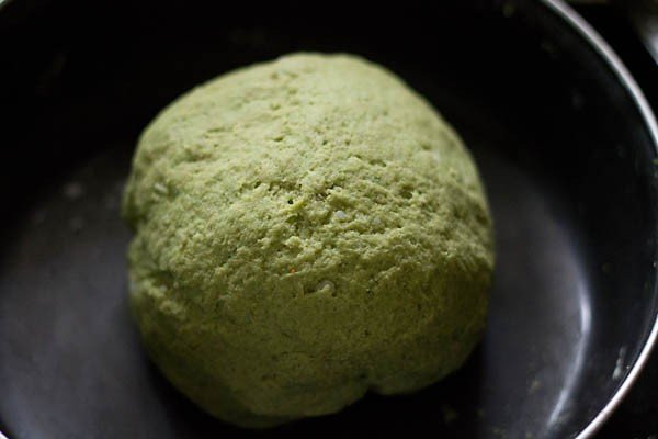 dough for making aloo palak paratha recipe