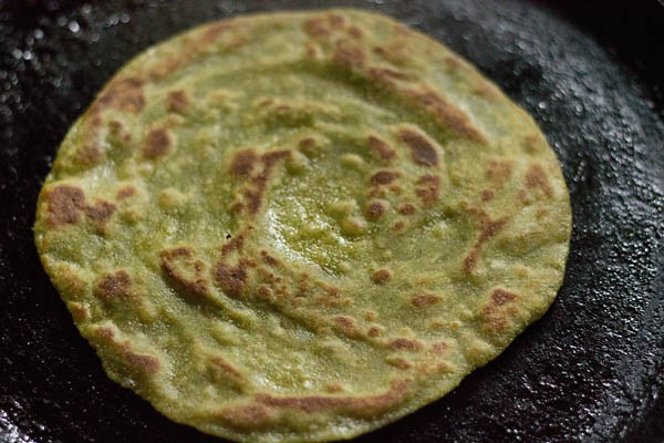 frying paratha - aloo palak paratha recipe