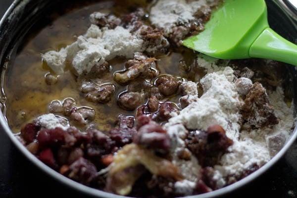 add milk vanila essence to wine fruit cake mixture