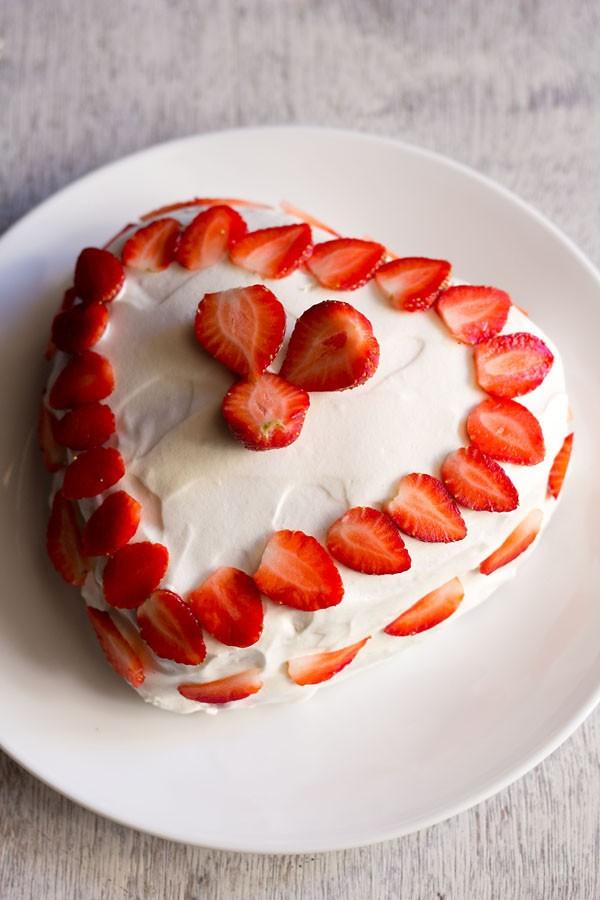 Eggless Ice Cream Cake Recipe