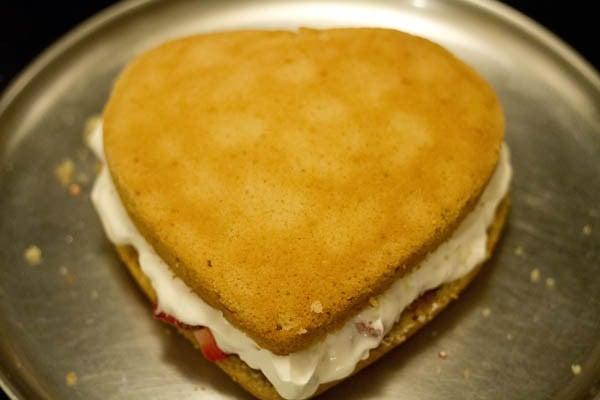 eggless strawberry cream cake preparation