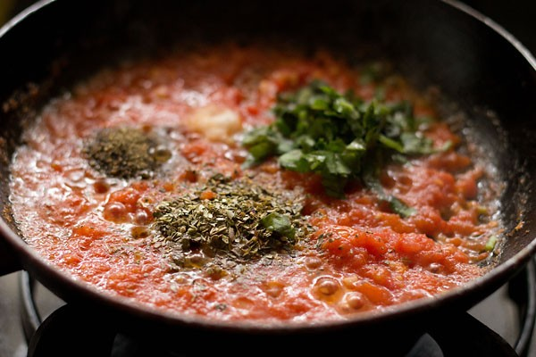 preparing tomato pizza sauce