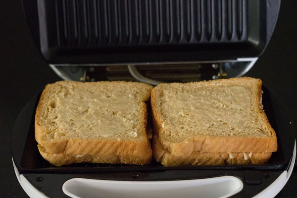 grilling the sandwich - cheese sandwich recipe