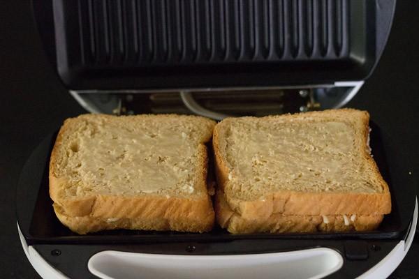 grilling the sandwich - cheese sandwich recipe