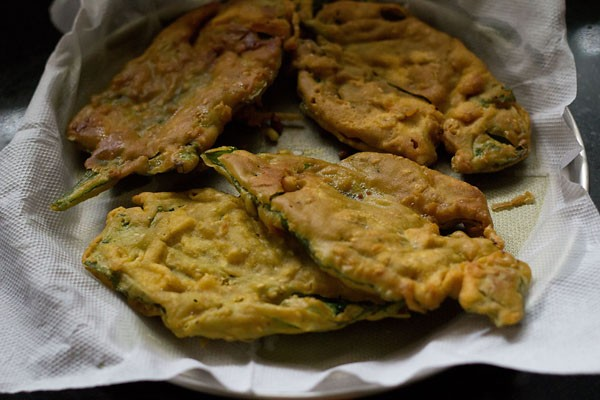 fried spinach fritters, palak pakoras