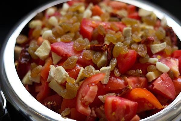 preparing tomato ketchup recipe