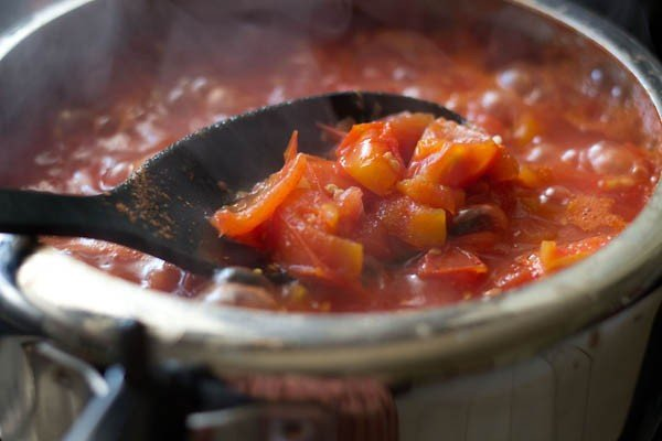 making tomato sauce recipe