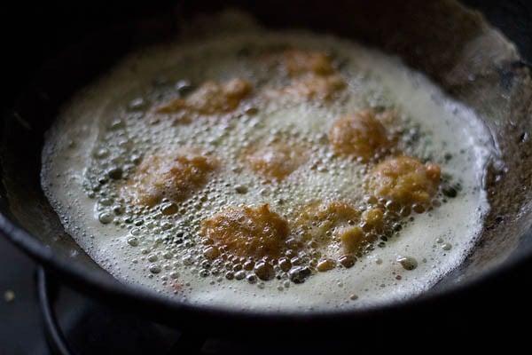 frying pakoras - chana dal pakora recipe