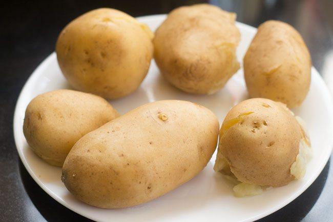 Boil 600 to 650 grams potatoes