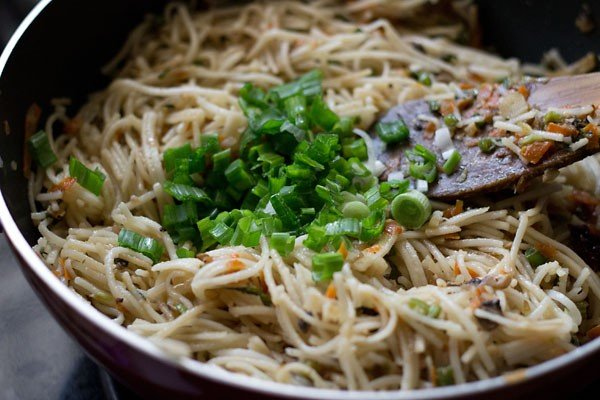 garnish - hakka noodles recipe