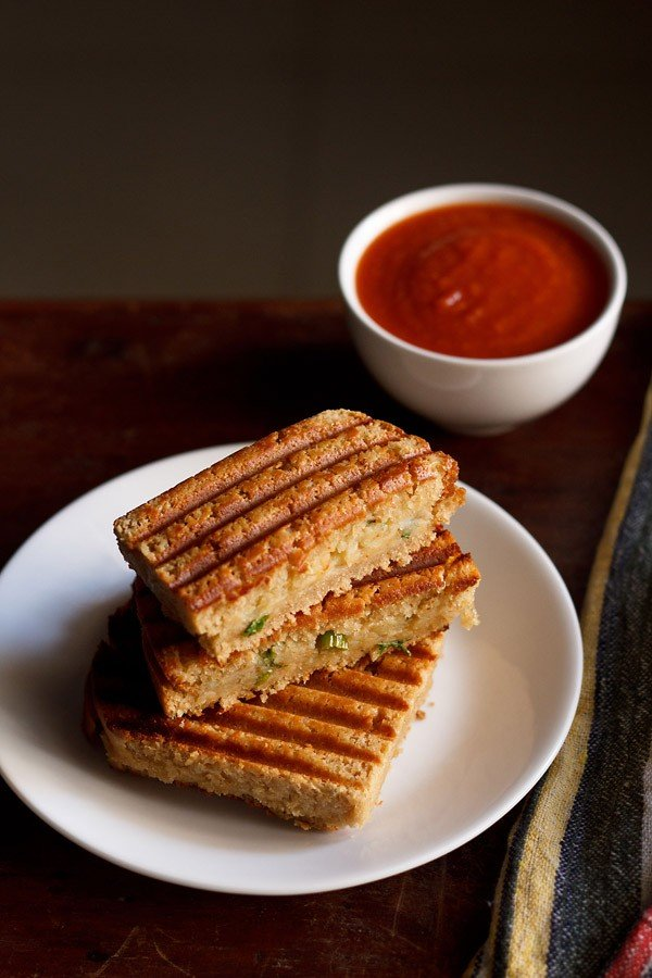 aloo masala grilled sandwich recipe, how to make aloo masala sandwich