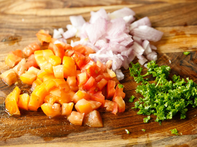 chop the onions, tomatoes and parsley