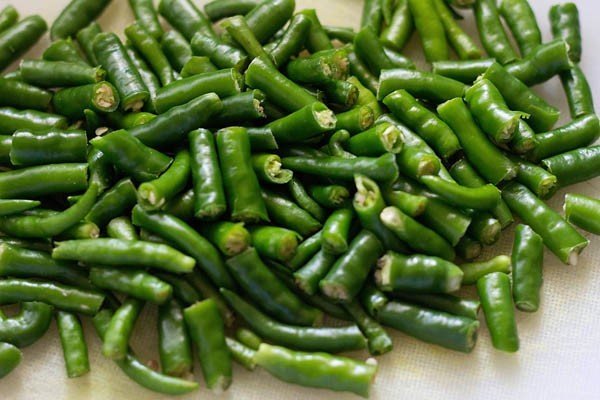 clean the green chillies