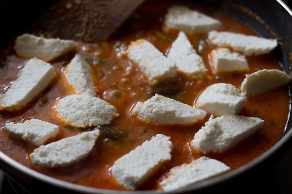 paneer cubes added to makhani gravy recipe