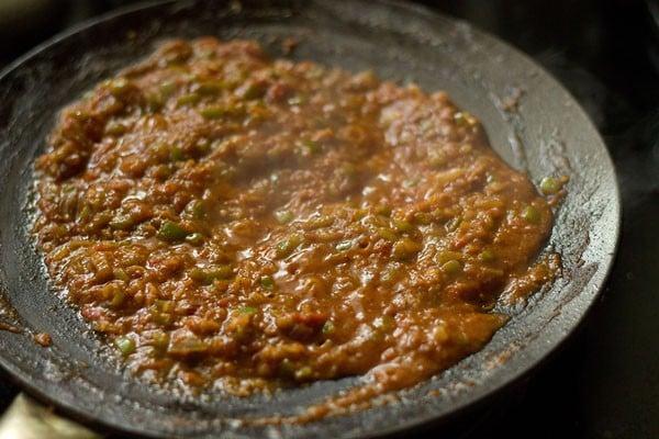 preparing tawa paneer masala recipe