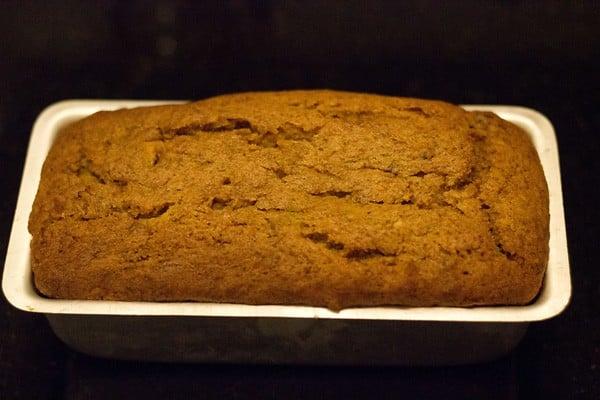 bake eggless banana cake