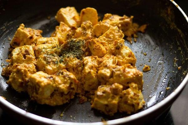 preparing malai paneer recipe