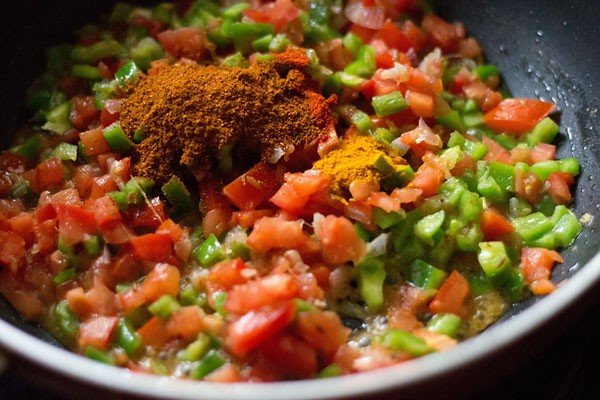 adding masala and spices to tawa pulao
