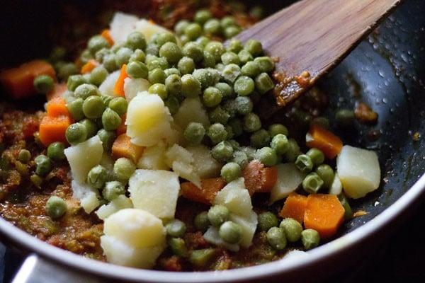 add rice - preparing tawa pulao recipe