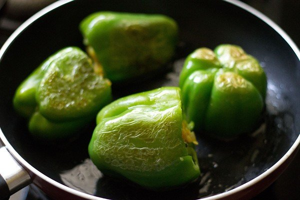 cooking stuffed capsicum or bharwan shimla mirch