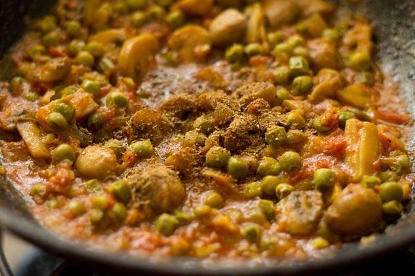 add garam masala to matar mushroom