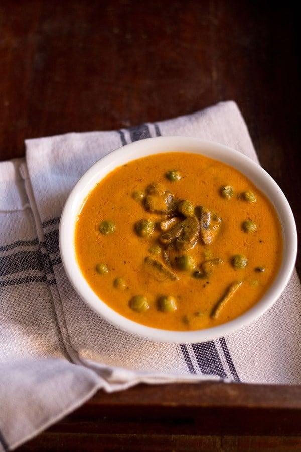 mushroom matar makhani recipe | matar mushroom curry recipe