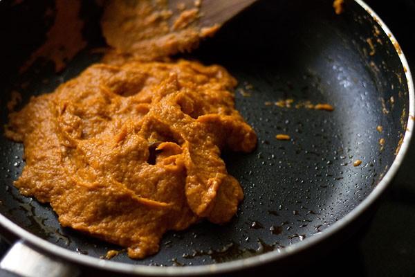 making mushroom matar makhani recipe