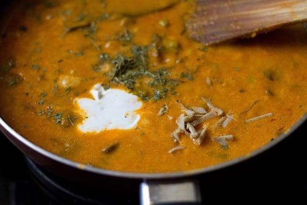 simmer - preparing mushroom matar makhani recipe