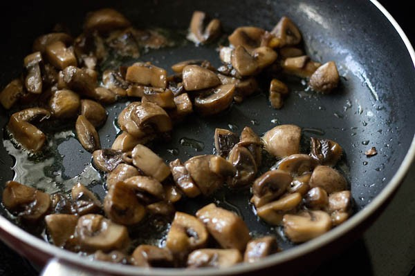 sauting mushrooms for mushroom matar recipe