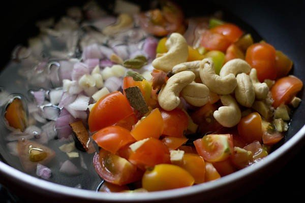 mix ingredients for making paneer makhanwala recipe