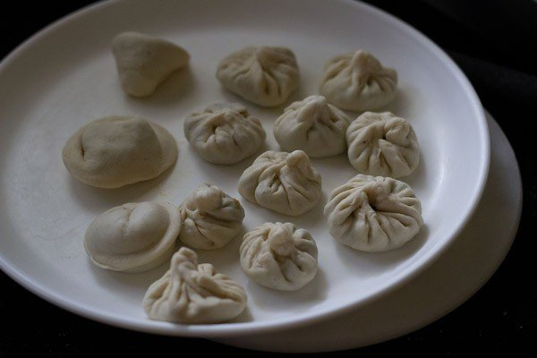 preparing veg momos