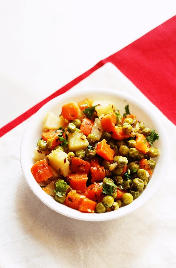 aloo gajar matar recipe, how to make dry gajar aloo matar recipe
