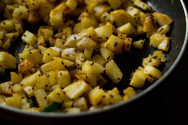 making batata nu shaak recipe