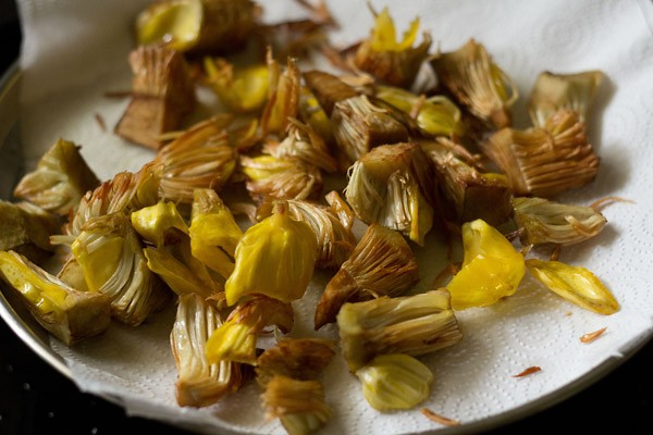 fried kathal or jackfruit pieces