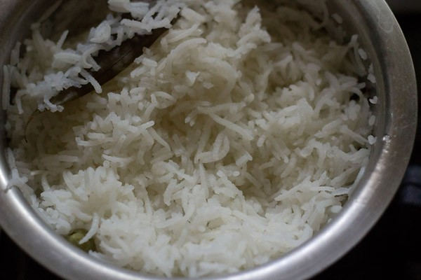 making cumin rice or jeera rice recipe