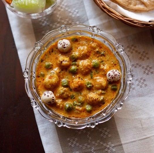 khoya matar makhana recipe, punjabi khoya matar makhana curry recipe