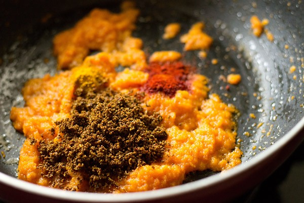 add spices to matki amti masala